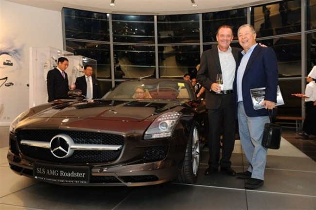 WTFSG-mercedes-benz-debuts-sls-amg-roadster-singapore-launch-Wolfgang-Huppenbauer-Dr-Henry-Tay