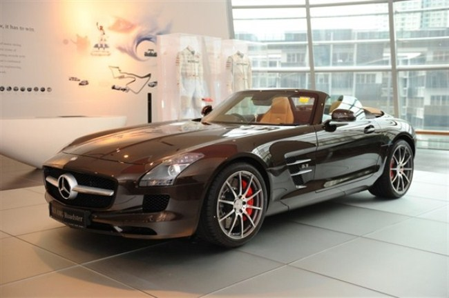 WTFSG-mercedes-benz-debuts-sls-amg-roadster-singapore-launch