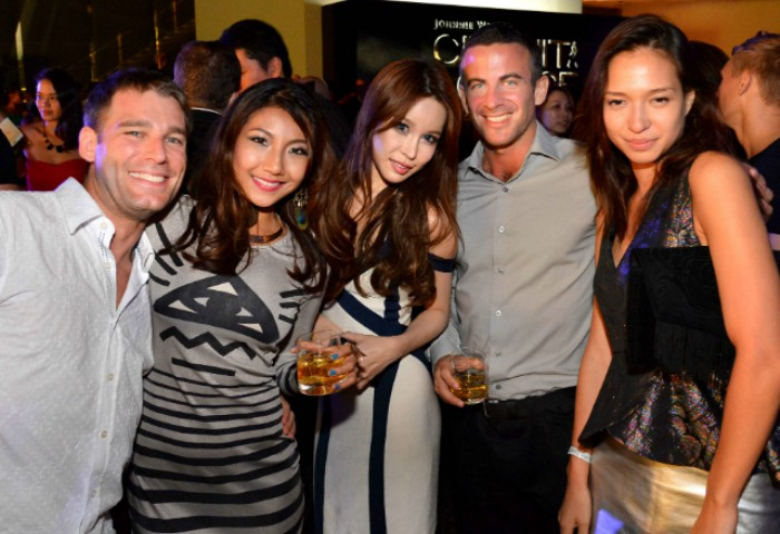 WTFSG_johnnie-walker-circuit-lounge-f1-party-2012_Fay-Hokulani_Dawn-Yang_Liv-Lo