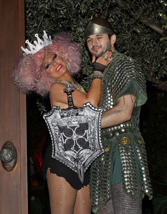 WTFSG_celebrity-halloween-costumes-2012_Christina-Aguilera