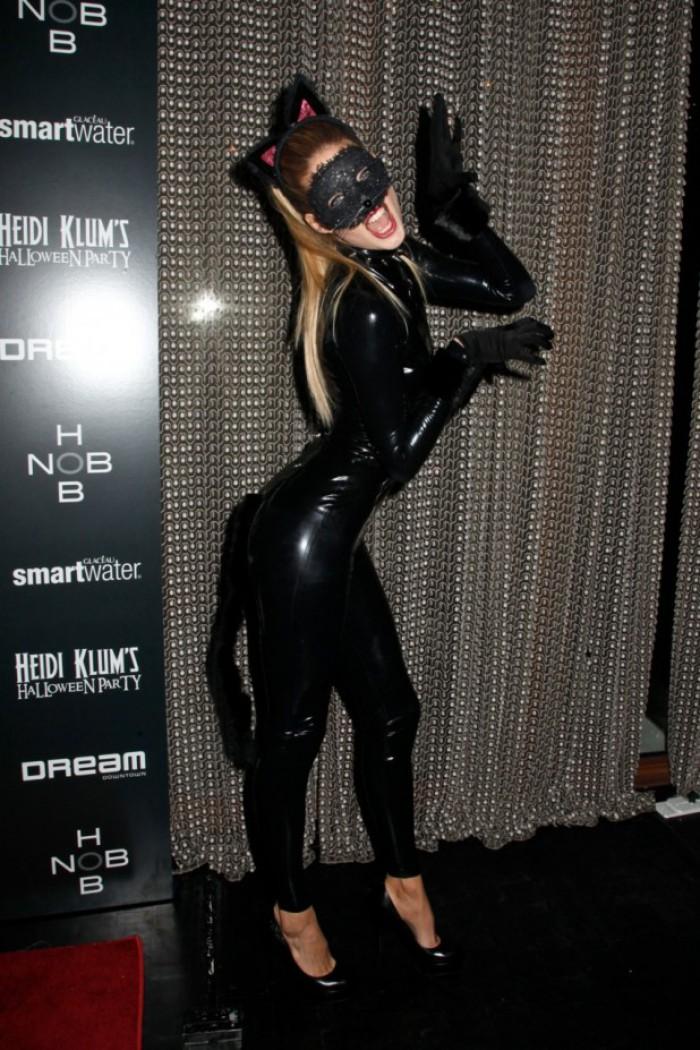 WTFSG_celebrity-halloween-costumes-2012_Doutzen-Kroes