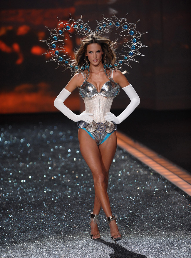 WTFSG-Alessandra Ambrosio at 2009 Victoria's Secret Fashion Show