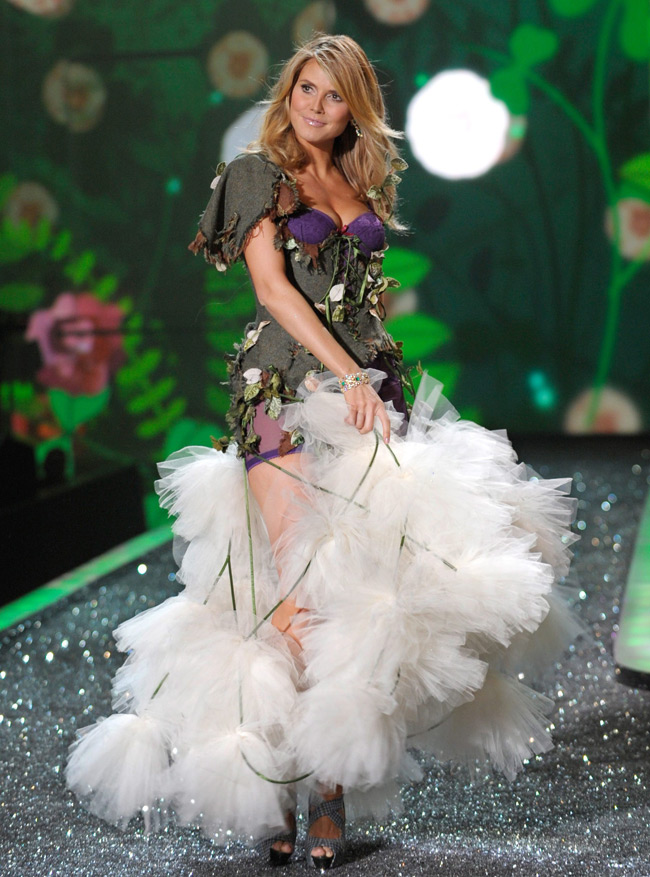 WTFSG-Heidi Klum at 2009 Victoria's Secret Fashion Show