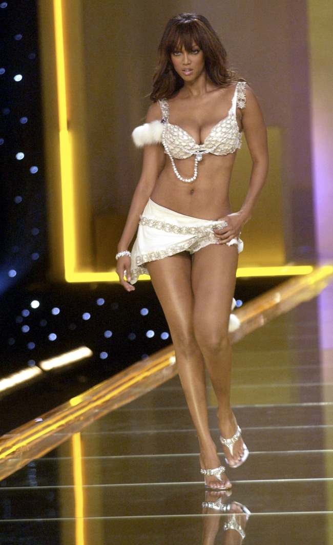 WTFSG-Tyra Banks at 2002 Victoria's Secret Fashion Show