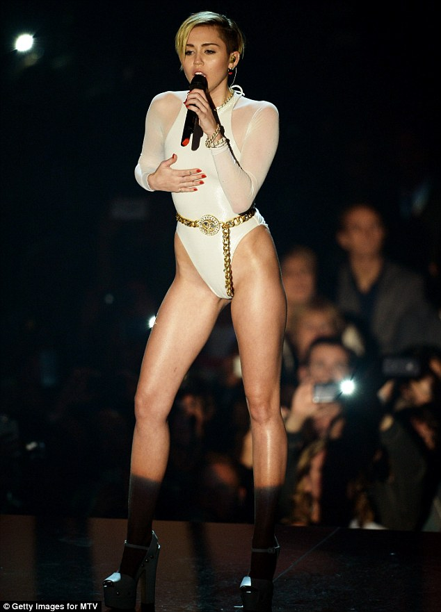 WTFSG-MTV-Europe-Music-Awards-2013-Miley-Cyrus