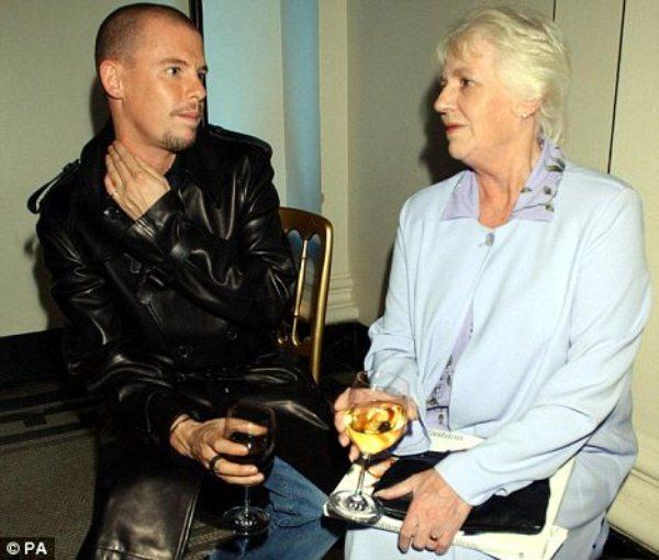 WTFSG-alexander-mcqueen-with-mother-Joyce