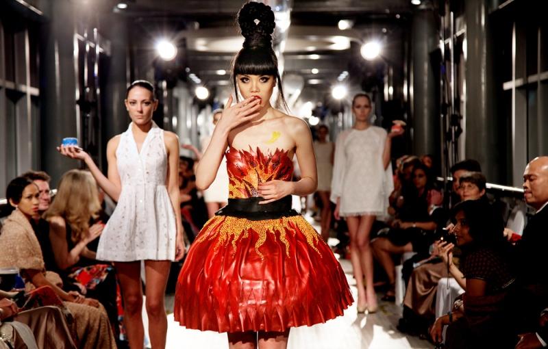 WTFSG-j-spring-fashion-show-on-petronas-twin-towers-skybridge-kuala-lumpur