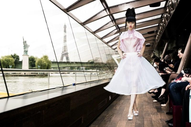 WTFSG-j-summer-fashion-show-on-river-seine-paris