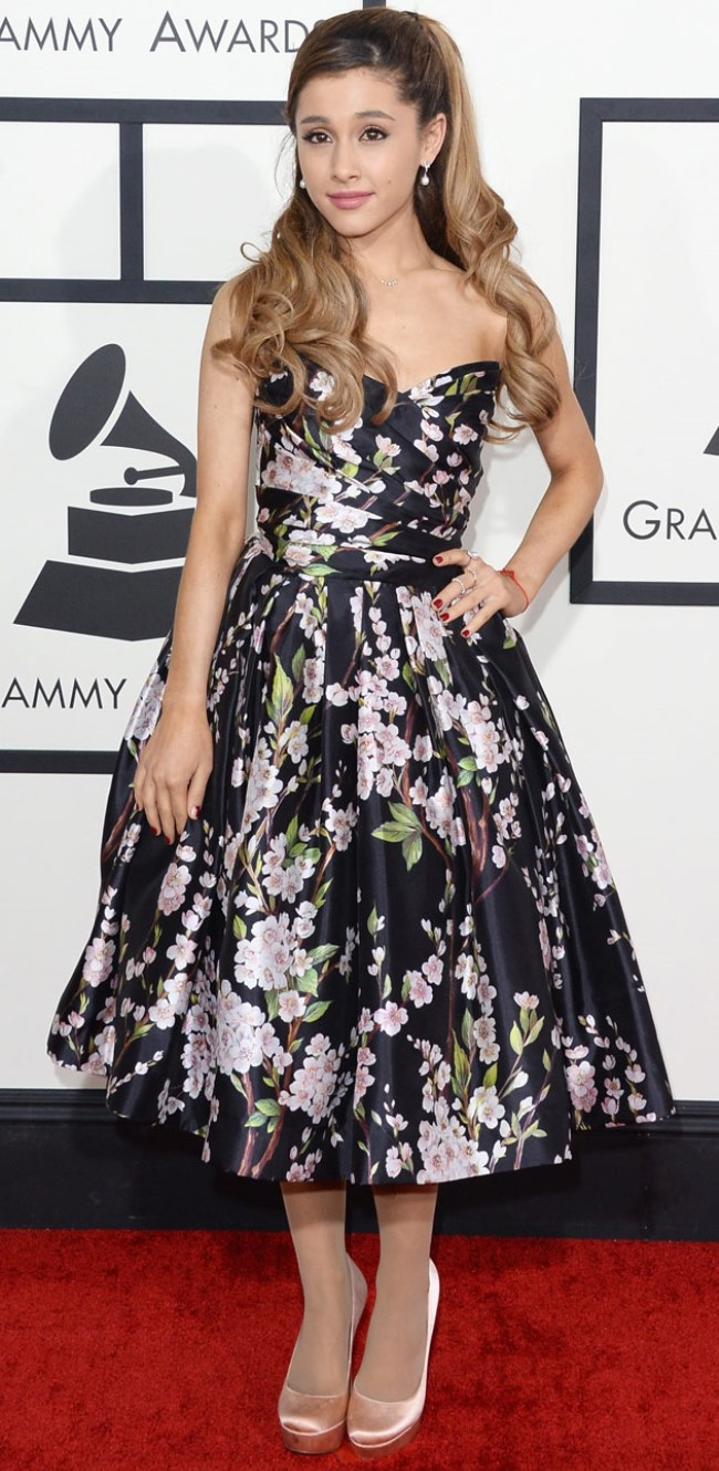 WTFSG-2014-grammy-awards-red-carpet-Ariana-Grande