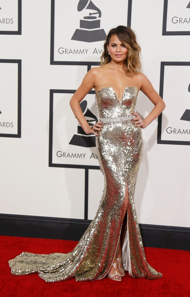 WTFSG-2014-grammy-awards-red-carpet-chrissy-teigen