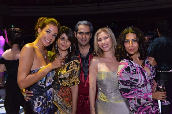 WTFSG_fame-theatre-ball-SRT_Bina-Rampuria_Gaurav-Kripalani_Stella-OBrien_Shareen-Khattar
