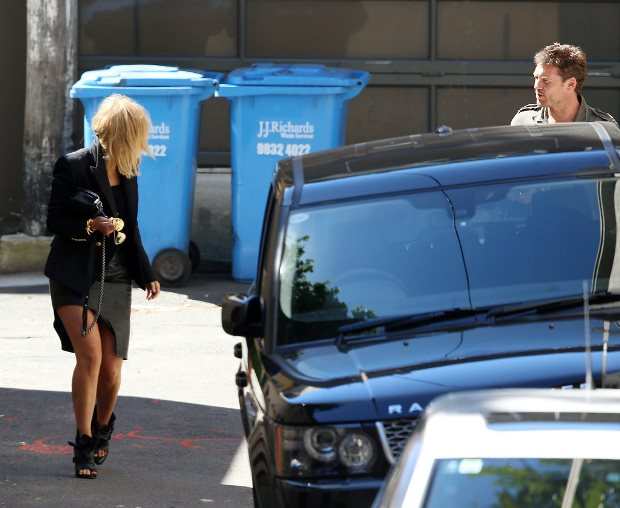 WTFSG-Lara-Bingle-Sam-Worthington-spotted-australia