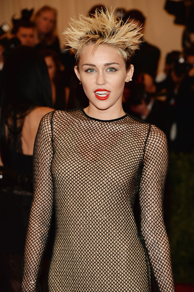 WTFSG-miley-cyrus-channels-punk-marc-jacobs-2013-met-gala-3