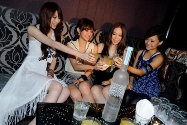 WTFSG-belvedere-beat-2011-party-Shiga-Lin-Miki-Yeung-Zelia-Zhong-Monie-Tung