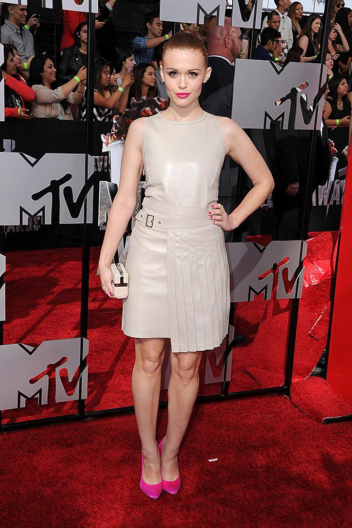WTFSG-2014-mtv-movie-awards-red-carpet-Holland-Roden