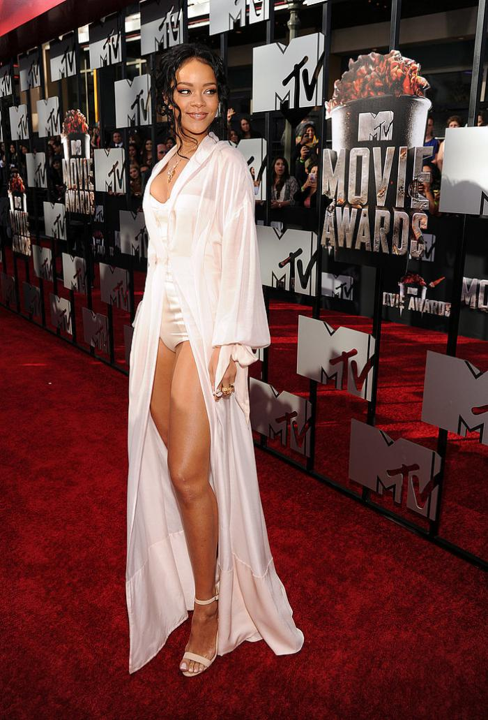 WTFSG-2014-mtv-movie-awards-red-carpet-Rihanna
