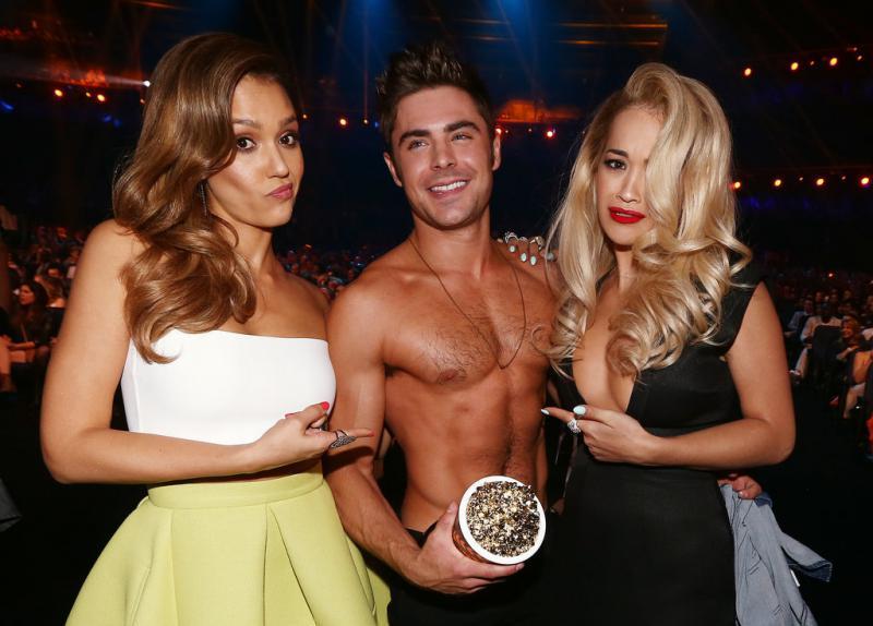 WTFSG-Zac-Efron-Shirtless-2014-MTV-Movie-Awards-4