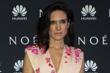 WTFSG-jennifer-connelly-givenchy-couture-noah-premiere