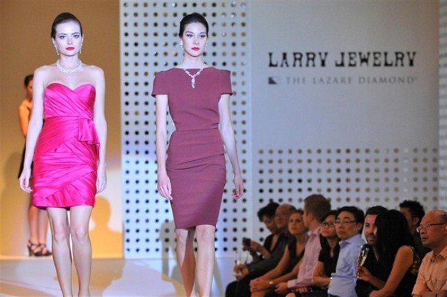 WTFSG-larry-jewelry-unveils-spring-2012-collection-2