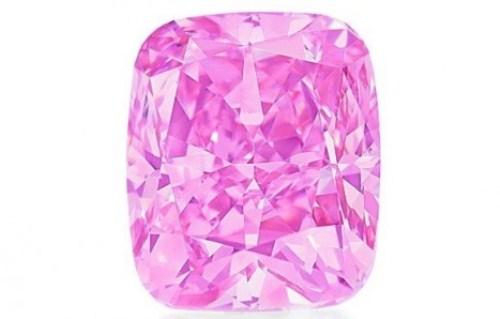WTFSG-five-carat-cushion-diamond-vivid-pink