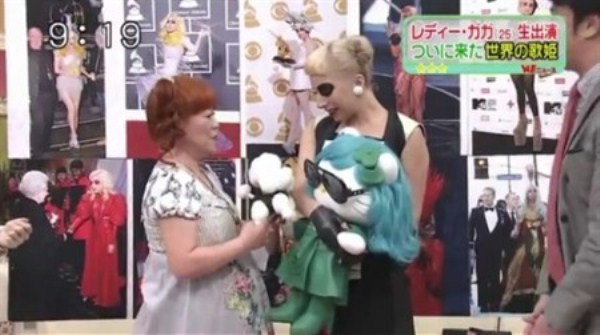 WTFSG-lady-gaga-hello-kitty-doll-japan-sukkiri