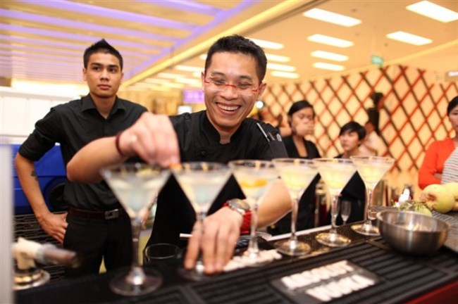 WTFSG-official-opening-scotts-square-singapore_Mixologists