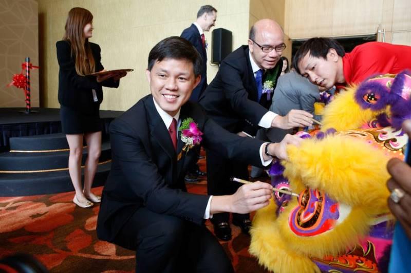 WTFSG-singapore-jewellery-gem-fair-2013-marina-bay-sands-fine-jewellery-show_Chan-Chun-Sing-lion-dance