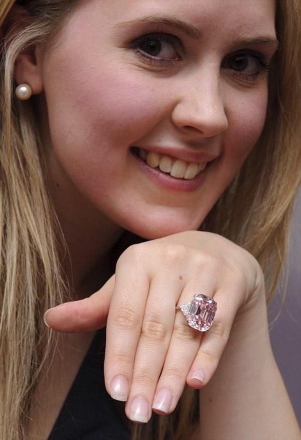 WTFSG-sotheby-diamond-pink-model