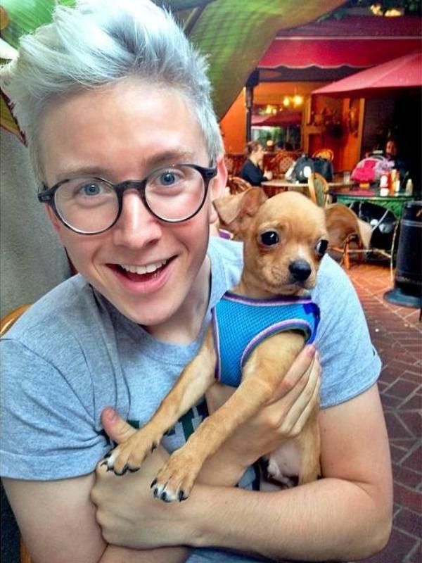 WTFSG_Tyler-Oakley-cute-doggie-Petri