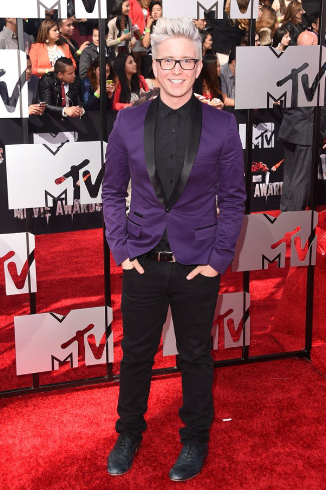 WTFSG_Tyler-Oakley-purple-tuxedo-look-of-the-day