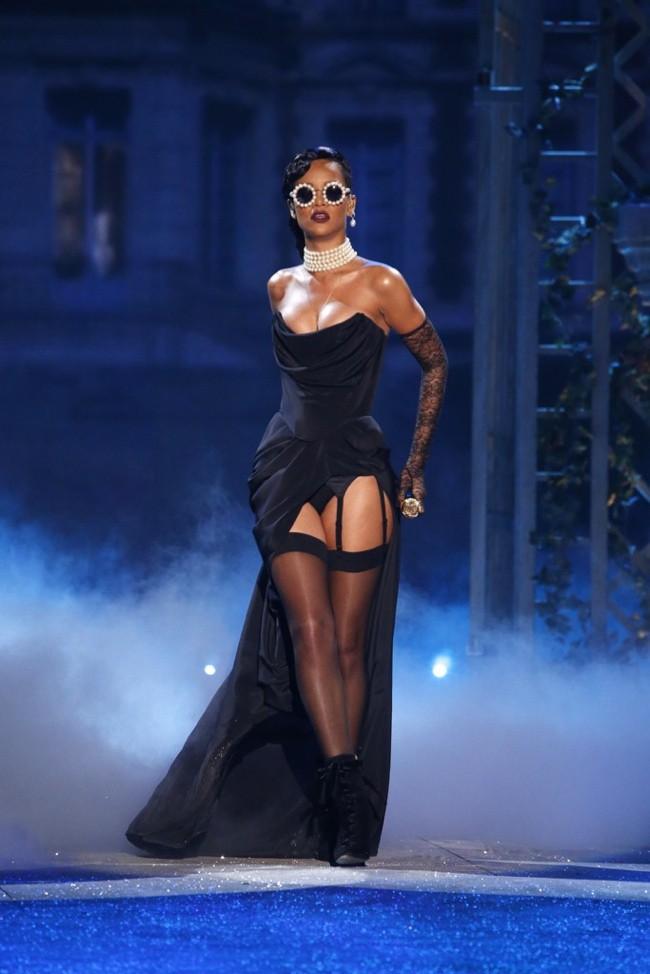 WTFSG-Rihanna-2012-Victorias-Secret-Runway-Show-Adam-Selman