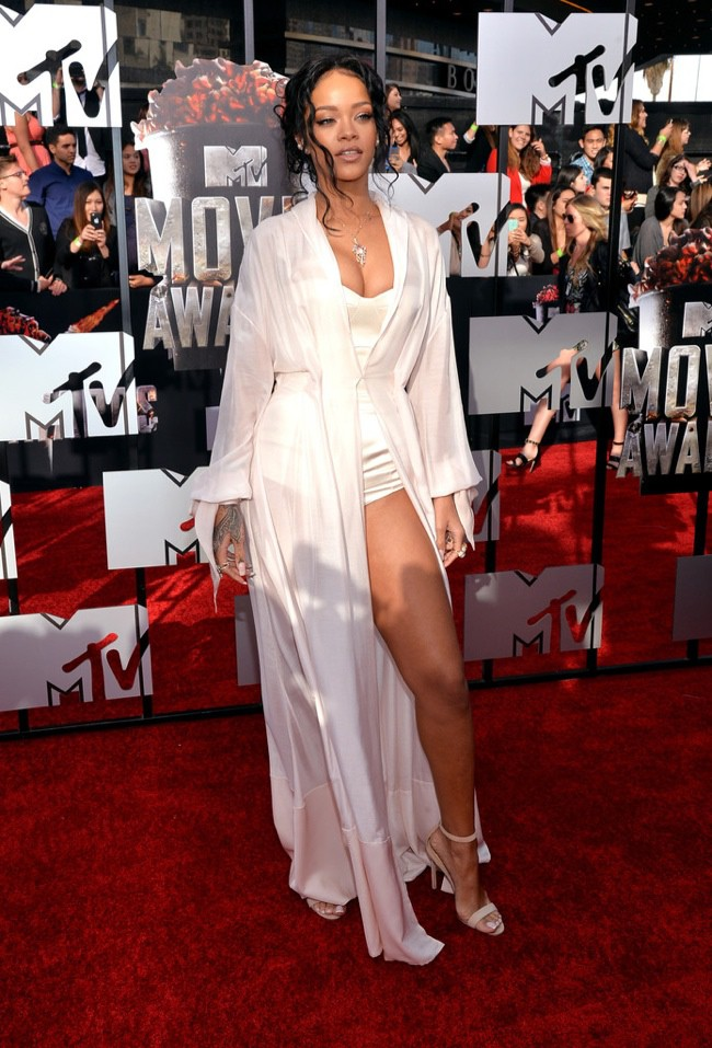 WTFSG-Rihanna-Ulyana-Sergeenko-2014-MTV-Movie-Awards