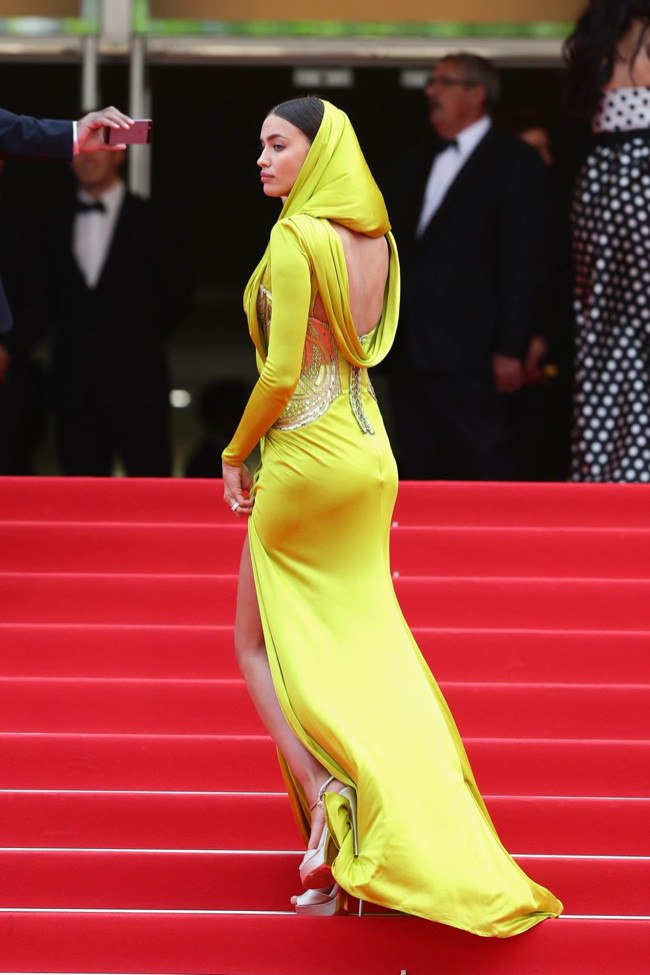 WTFSG-cannes-film-festival-closing-red-carpet_Irina-Shayk