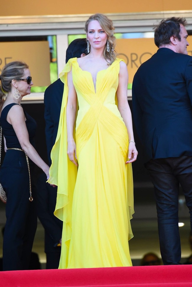WTFSG-cannes-film-festival-closing-red-carpet_Uma-Thurman_Atelier-Versace