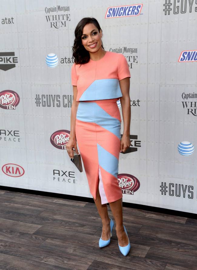 WTFSG-guys-choice-awards-style-2014-rosario-dawson-coral-dress