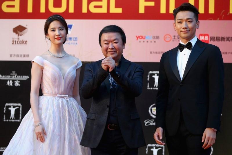 WTFSG_17th-shanghai-international-film-festival_Crystal-Liu_Gao-Xixi_Rain