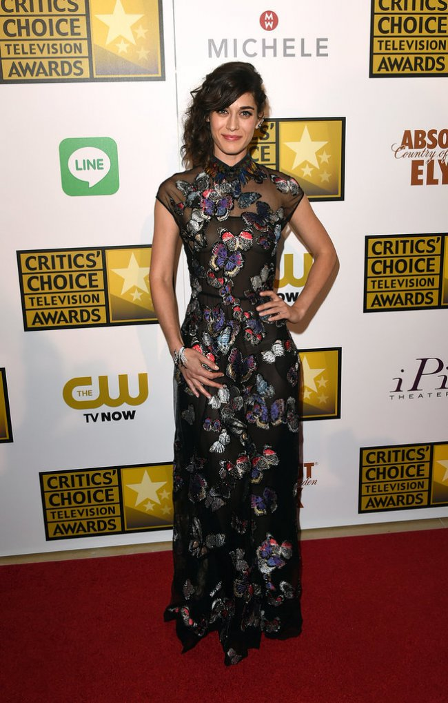 WTFSG_2014-critics-choice-tv-awards-red-carpet_Lizzy-Caplan
