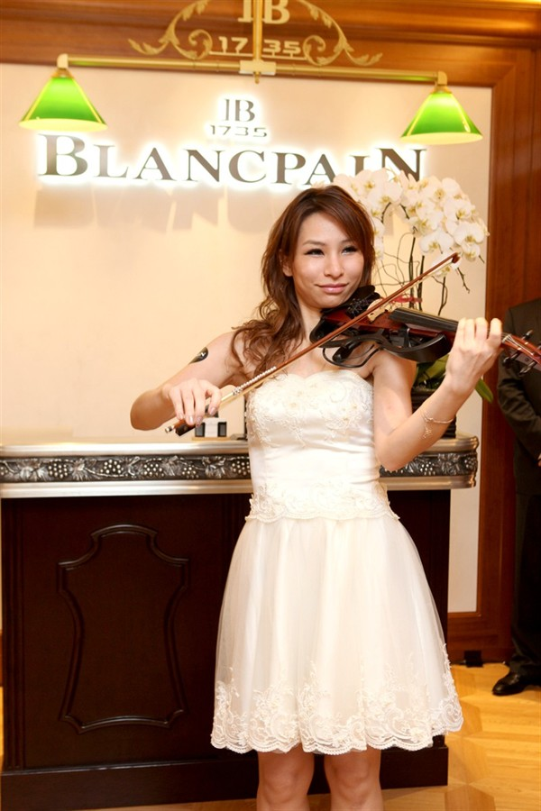 WTFSG_blancpain-opens-two-boutiques-in-hong-kong_Violinist