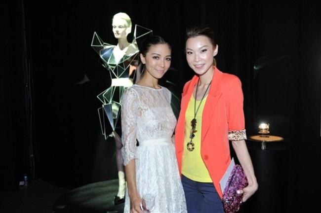 WTFSG_cle-de-peau-beaute-lart-de-radiance-exhibition_Cara-Grogan_Carrie-Chiu