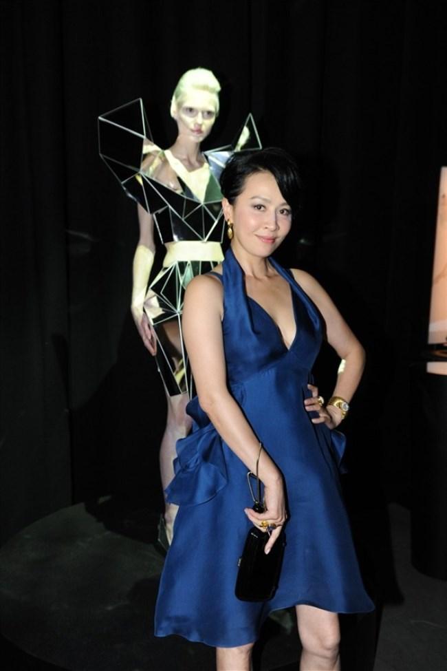 WTFSG_cle-de-peau-beaute-lart-de-radiance-exhibition_Carina-Lau