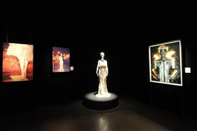 WTFSG_cle-de-peau-beaute-lart-de-radiance-exhibition_Radiance-of-Beauty_Alvin-Goh