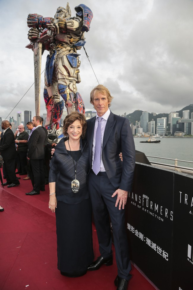 WTFSG_hollywood-stars-hong-kong-transformers-premiere_Michael-Bay_Mom