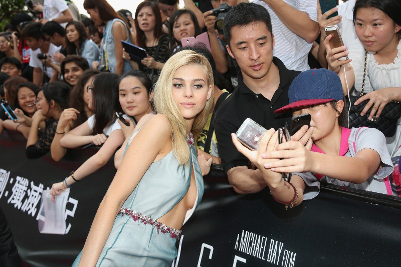 WTFSG_hollywood-stars-hong-kong-transformers-premiere_Nicola-Peltz_selfie