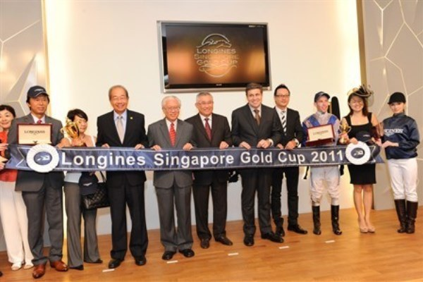 WTFSG_longines-singapore-gold-cup-2011_Tony-Tan-Keng-Yam_trophy_tokens