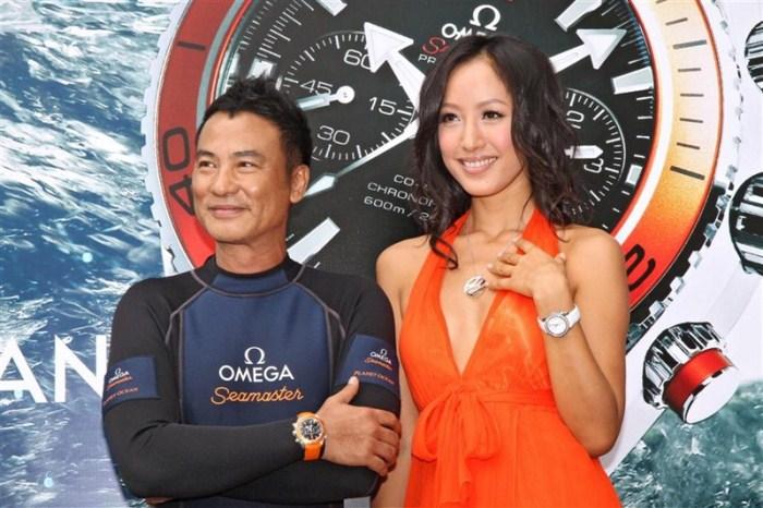 WTFSG_omega-seamaster-planet-ocean-2011-hong-kong_simon-yam_coco-chiang