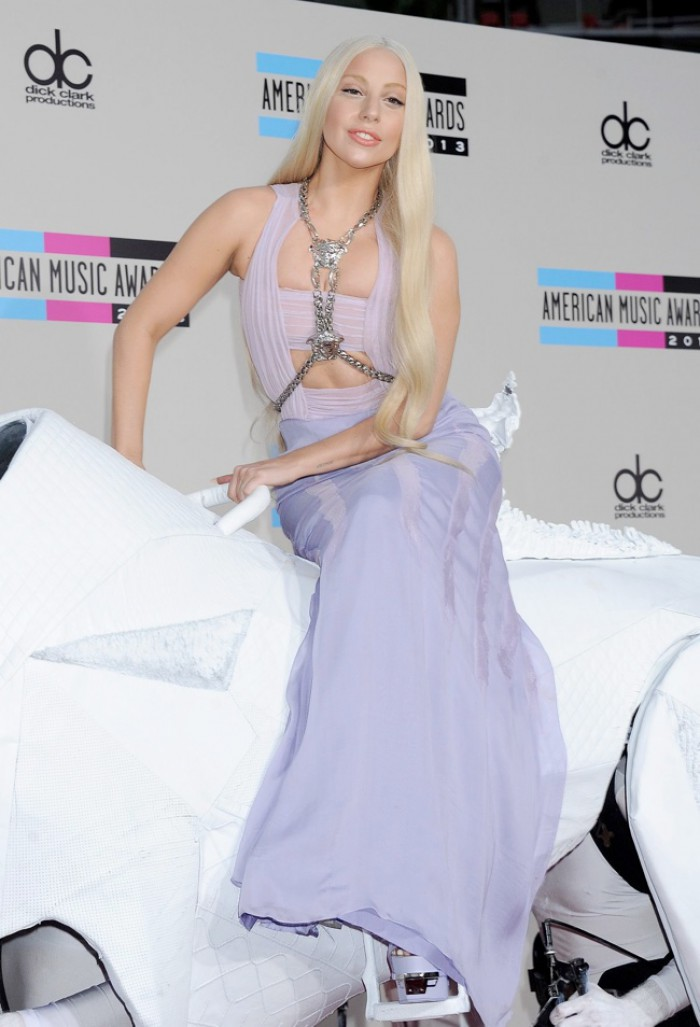 WTFSG_2013-american-music-awards_amas_Lady-Gaga