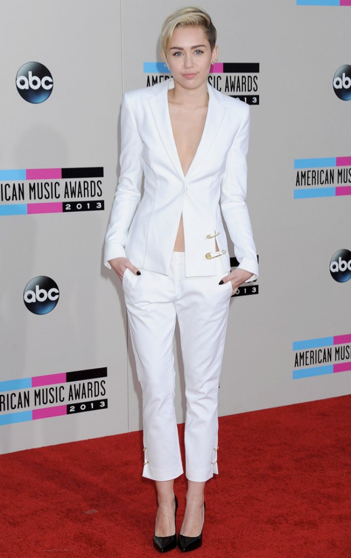 WTFSG_2013-american-music-awards_amas_Miley-Cyrus