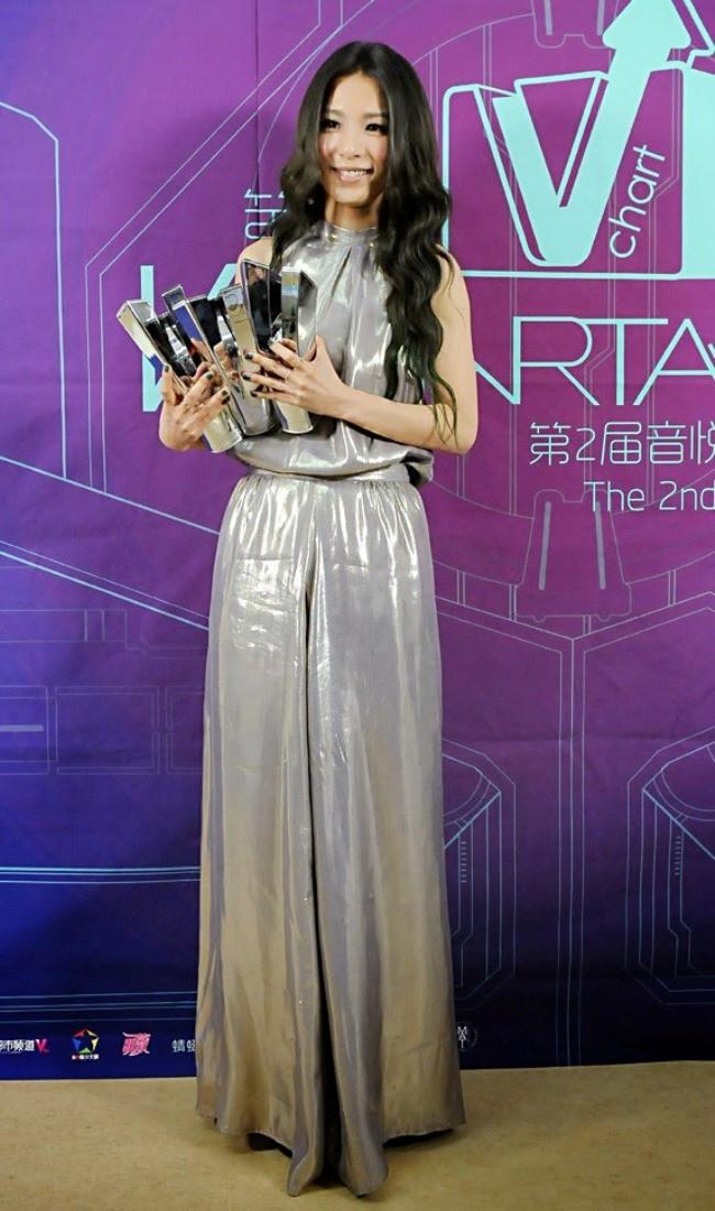 WTFSG_2014-V-chart-awards_Hebe-Tien