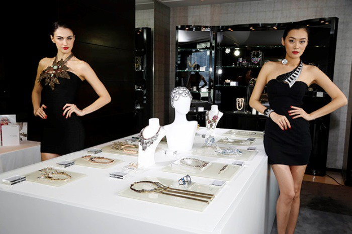 WTFSG_2014-world-jewelry-facets_display-models