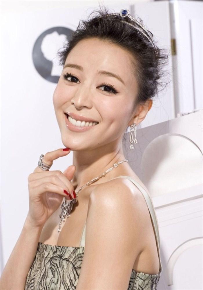 WTFSG_Chaumet-2014-Shanghai-International-Debutante-Ball_Zhang-Jiangchu